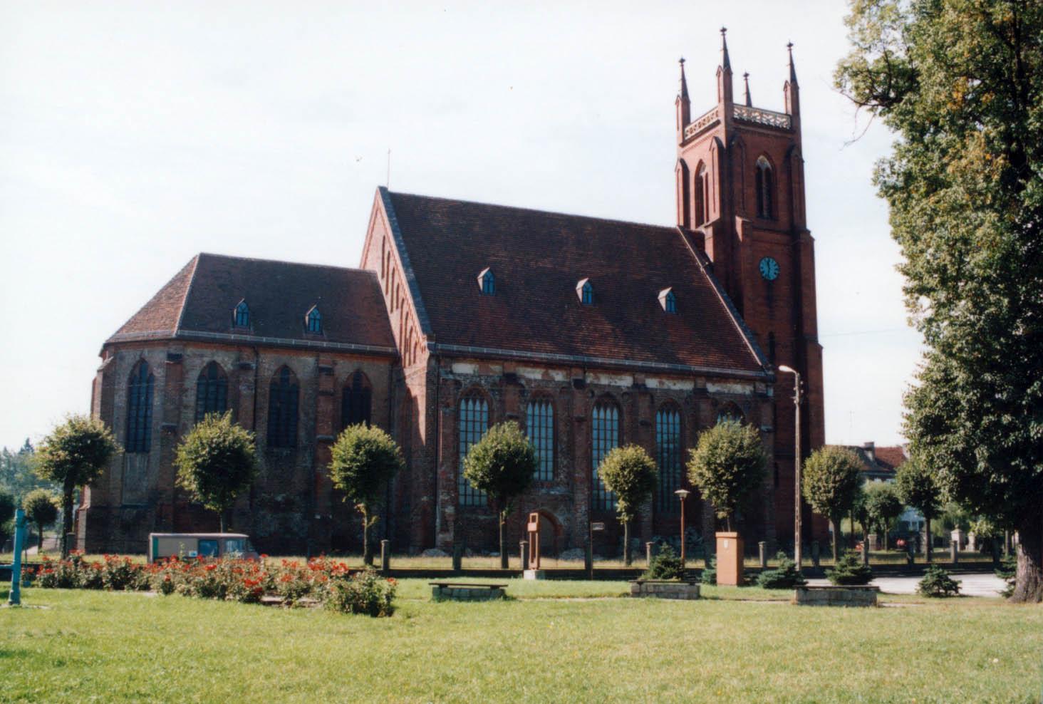 gotycki-kosciol-parafialny-dobiegniew